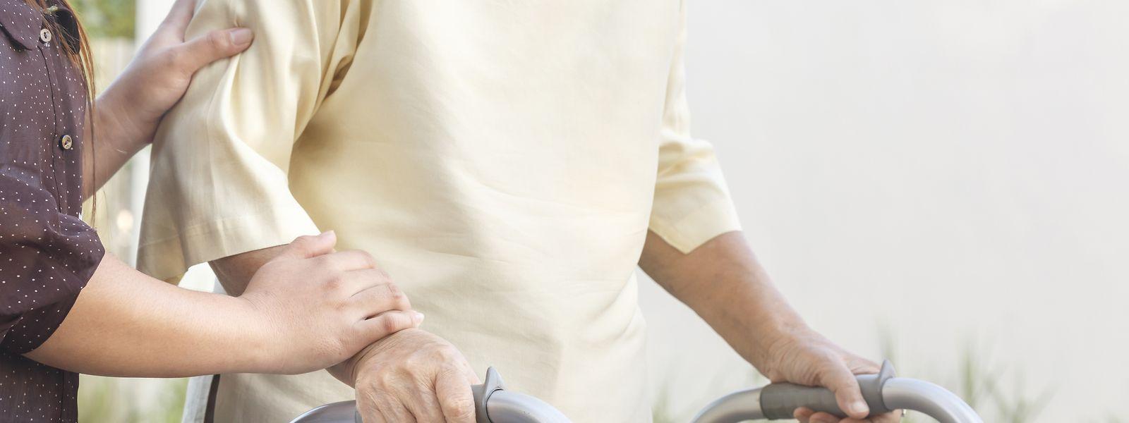 Wer sich aufgrund der Schließung von Einrichtungen um erwachsene Personen mit einer Behinderung oder ältere Menschen kümmern muss, kann fortan einen Sonderurlaub beantragen.