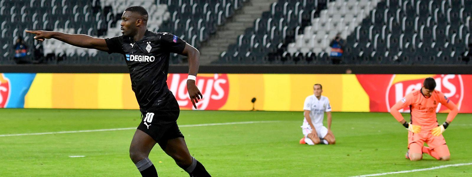 Stürmer Marcus Thuram schießt Mönchengladbach mit 2:0 in Führung, doch es reicht nicht zum Sieg.