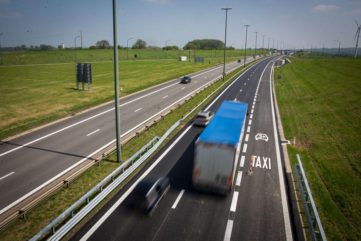 Une troisième voie, dédiée au covoiturage, a vu le jour sur l'E411 entre la Belgique et le Luxembourg.