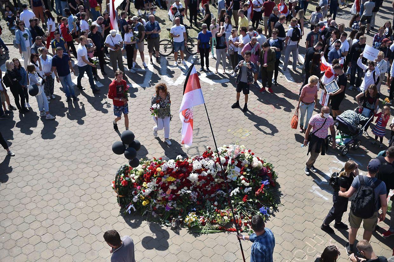Demonstranten an der Pushkinskaya Metrostation, an der Alexander Taraikovski ums Leben kam.