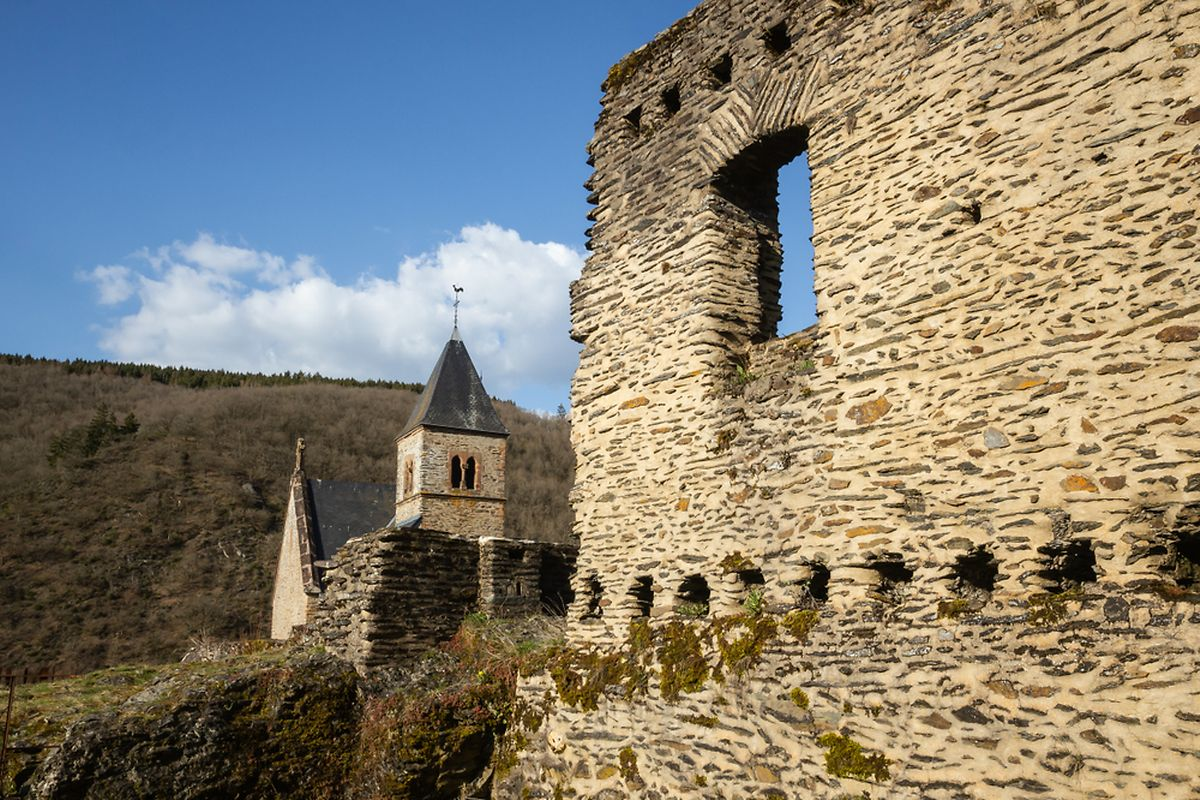 In the 1870s the castle was occupied by several families from the village