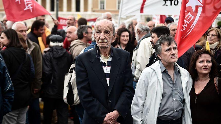 Das Sparpaket trifft auch die kleinen Leute - Proteste blieben nicht aus.