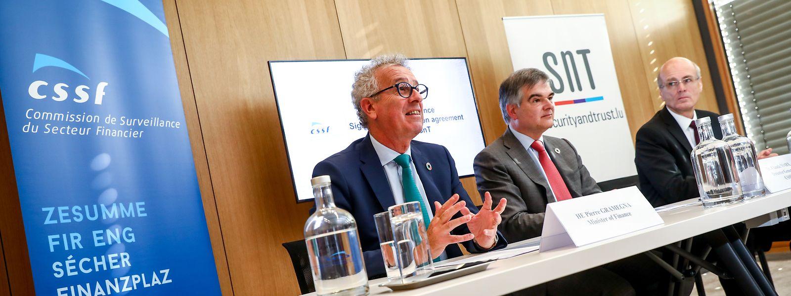 Le ministre Pierre Gramegna, le directeur général de la CSSF Claude Marx et le directeur du SnT Björn Ottersten