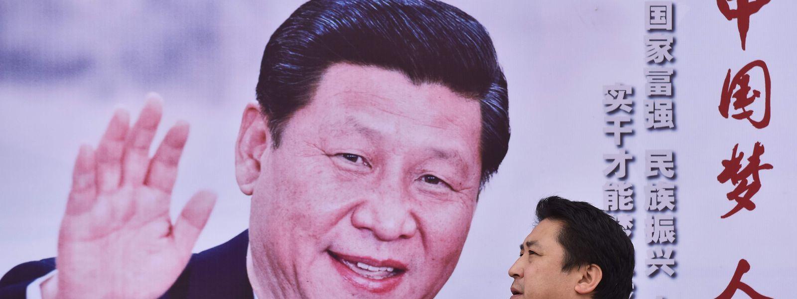 """Stets freundlich: Chinas's Staatschef Xi Jingping. Auf dem Plakat steht übersetzt """"Chinas dream, People's Dream""""."""