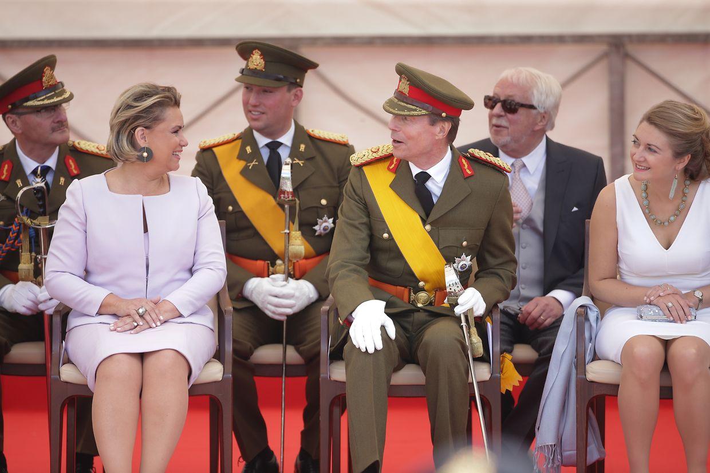 Die großherzogliche Familie - hier im Bild: Großherzogin Maria Teresa, Prinz Sébastien, Großherzog Henri und Erbgroßherzogin Stéphanie - verfolgte das Geschehen von der Tribüne aus.
