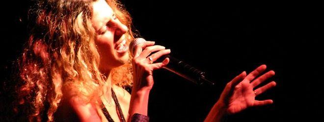 """Raquel Barreira é uma das cantoras que participam neste """"rallye"""" do fado"""
