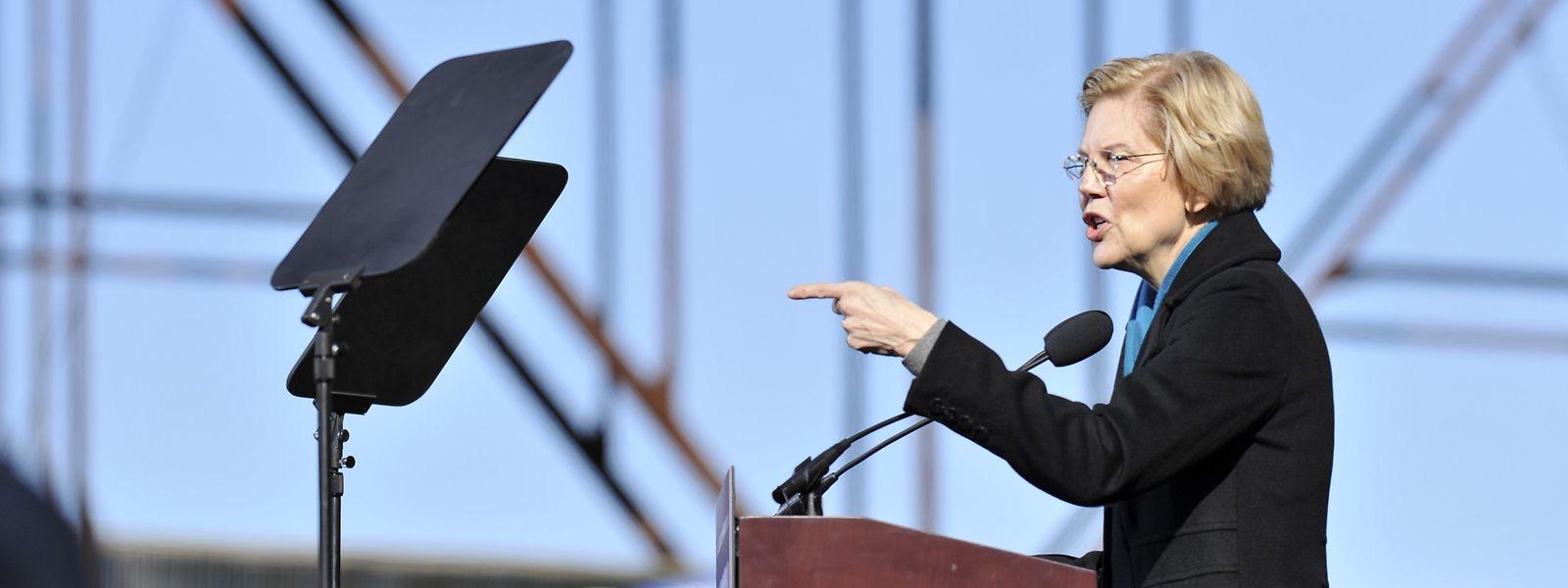 """""""Es ist Zeit, sich zu wehren!!"""" - Elisabeth Warren bei ihrer Rede in Texas."""