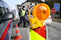 A police officer walks at the border crossing between Austria and Germany in Grossgmain near Salzburg, Austria, on February 15, 2021 amid the novel coronavirus COVID-19 pandemic. - Germany implemented more measures to keep coronavirus variants at bay, banning travel from Czech border regions and Austria's Tyrol after a troubling surge in contagious mutations. (Photo by BARBARA GINDL / APA / AFP) / Austria OUT