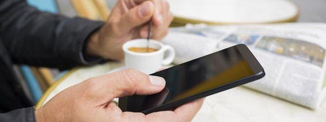 Handy-Abo-Preise sind im Juni 0,7 Prozent teurer geworden.
