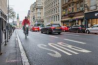 In der Avenue de la Liberté verboten und daher nur nachgestellt: Tatsächlich würde die Öffnung eines190 Meter langen Teilstücks der Busspur in Richtung Oberstadt den Radfahrern allerdings deutlich mehrSicherheit und Komfort bringen.