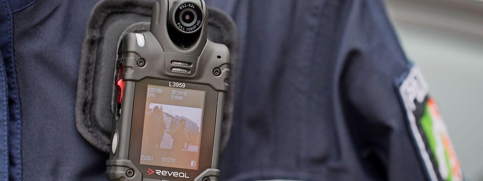 En France, en Allemagne et dans certaines régions belges, les agents de police sont déjà équipés de bodycams.
