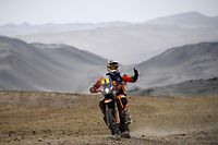 Australian biker Toby Price powers his KTM during the Dakar Rally Stage 8 between San Juan de Marcona and Pisco, in Peru, on January 15, 2019. (Photo by Franck FIFE / AFP)