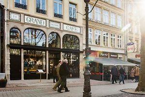 neie Grand Café op der place d'Armes, Foto Lex Kleren