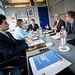 """Die Budgetberichterstatterin und der DP-Fraktionsmitarbeiter Gene Kasel treffen sich mit den Vertretern des """"WSR"""" Marco Wagener, Jean-Jacques Rommes und Daniel Becker (v. r. n .l.)."""