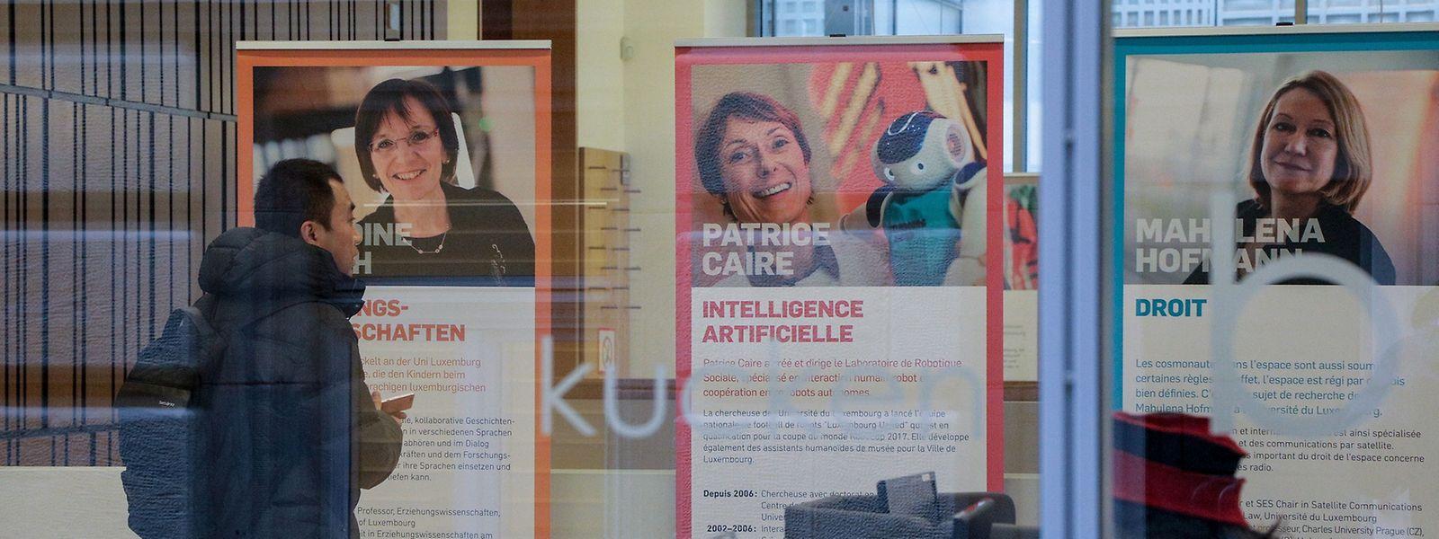 Zwölf Wissenschaftlerinnen stellen in der Cité Bibliothèque ihre Forschungsarbeiten vor.