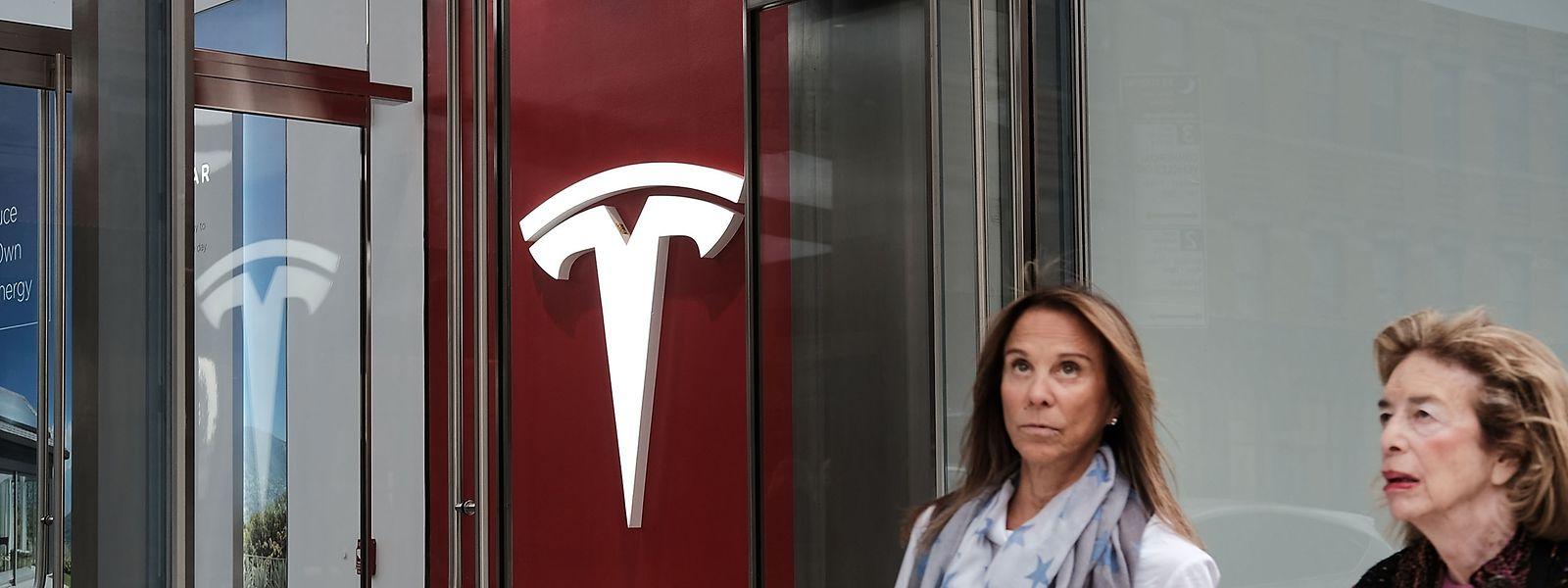 Ende 2017 hatte Tesla rund 37 543 Vollzeitangestellte.
