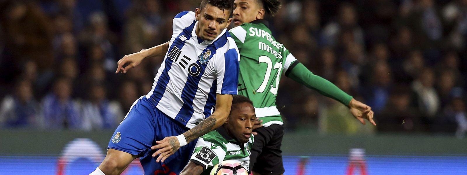 Soares estreou-se pelo FC Porto com dois golos que valeram o triunfo e o primeiro lugar aos 'Dragões'