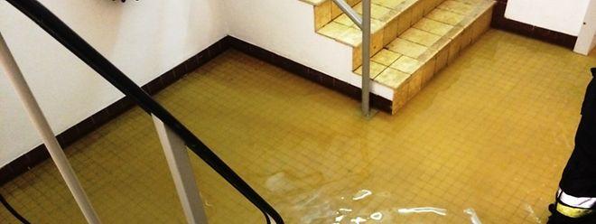Auf dem Boden stand das Wasser 10 Zentimeter hoch.