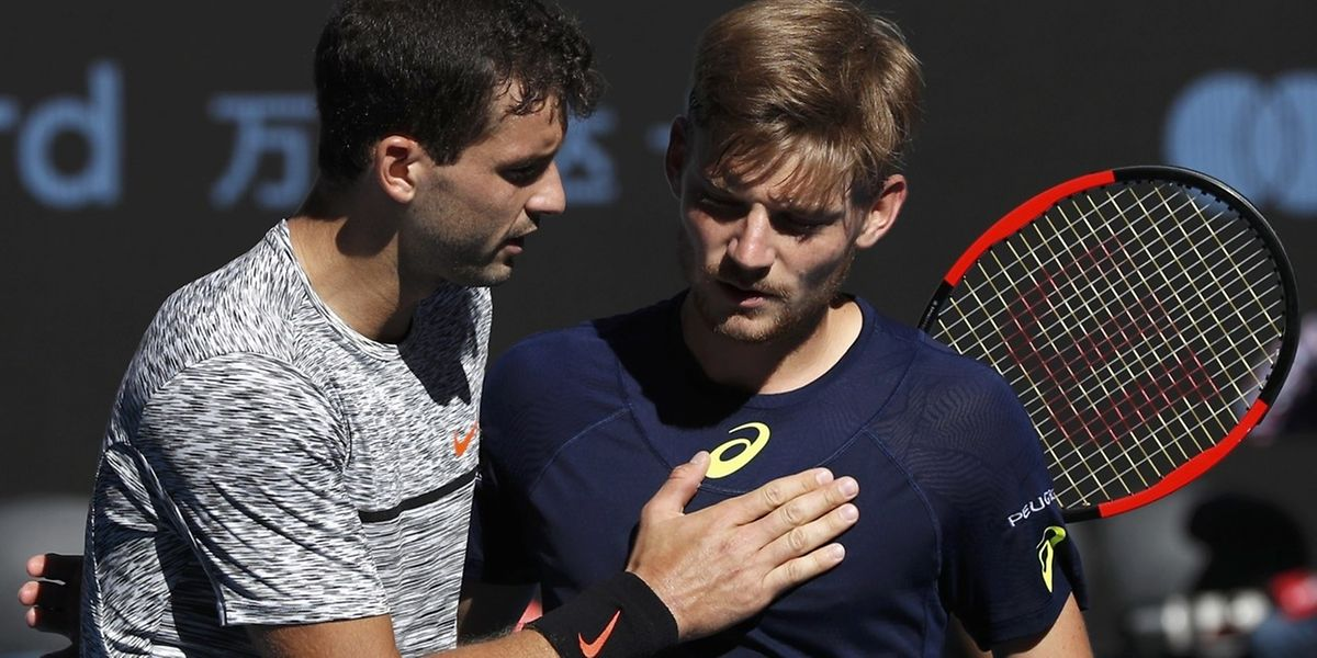 Grigor Dimitrov console David Goffin à l'issue d'un quart de final à sens unique.