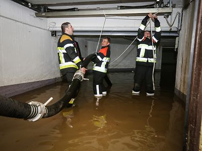 überschwemmung Aufräumarbeiten - Mondorf les bains- Photo : Pierre Matgé