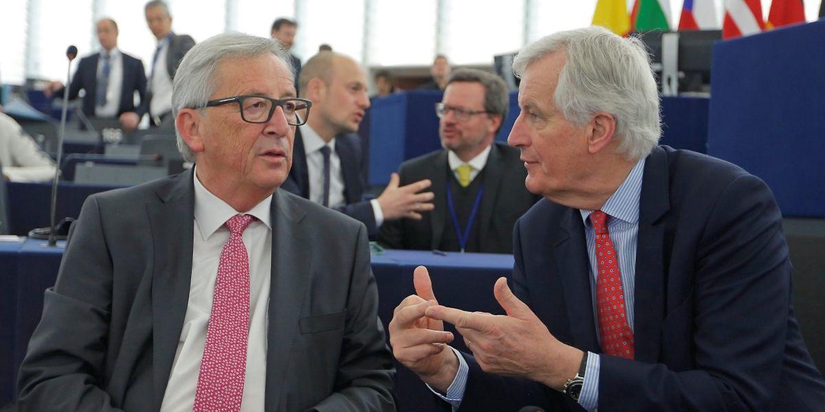 Kommissionsschef Jean-Claude Juncker im Gespräch mit Michel Barnier.