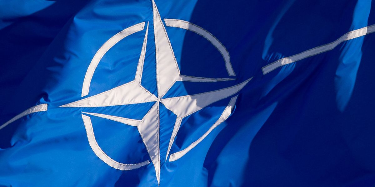 Die Flagge der Nato.