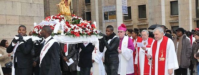 Depois de ter participado na missa de Santa Catarina, em 2013, o arcebispo do Luxemburgo volta a estar com os cabo-verdianos