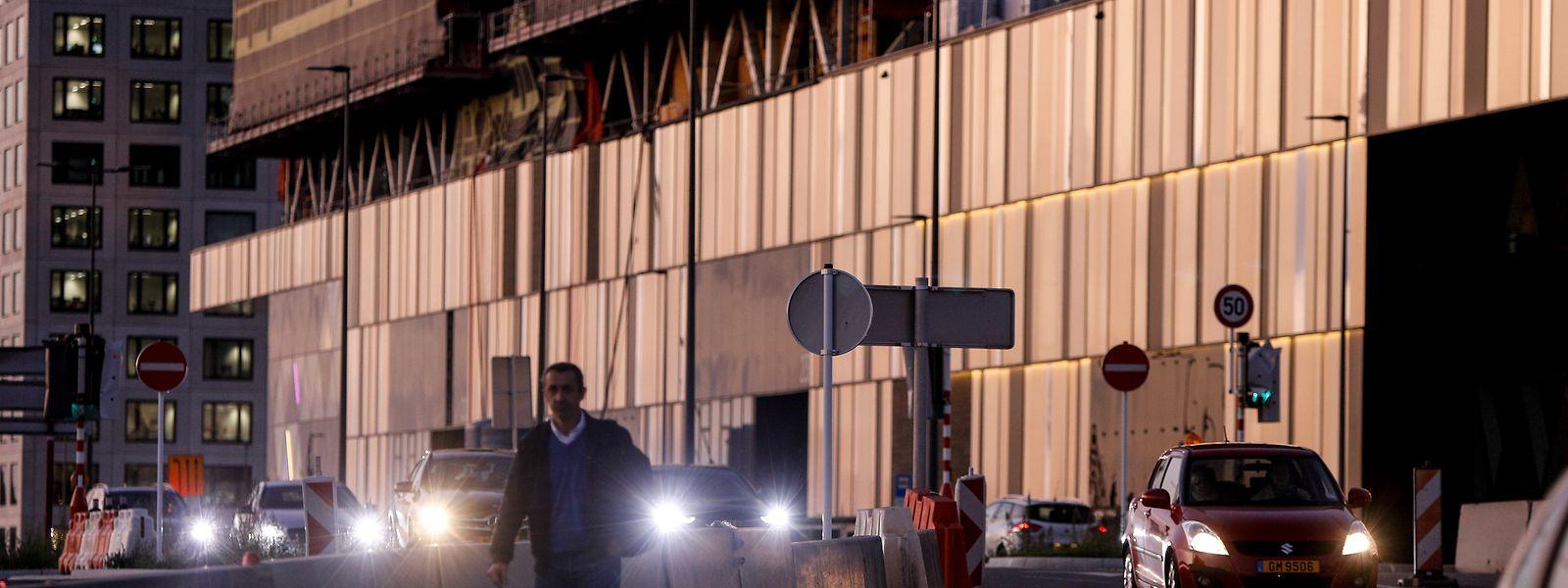 Wer sich bei Dunkelheit zu Fuß vom Shoppingcenter Cloche d'Or in Richtung P+R-Platz in Howald geht, begibt sich in Lebensgefahr.