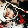 ARCHIV - ARCHIV - Das Archivbild vom April 1961 zeigt den sowjetischen Kosmonauten Juri Gagarin in seinem Raumanzug kurz vor seinem Start zum ersten bemannten Weltraumflug vom Weltraumbahnhofs Baikonur. (zu dpa «osmonaut Gagarin: Der Mann, der den «Blauen Planeten» erfand» am 02.07.2017) Foto: Lehtikuva/dpa +++(c) dpa - Bildfunk+++ (zu dpa «Idol für Generationen - Kosmonaut Gagarin kam vor 50 Jahren ums Leben» vom 21.03.2018) Foto: Lehtikuva/dpa +++ dpa-Bildfunk +++