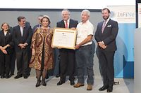 Alvaro Aguilar Ayon der mexikanischen Kreditgenossenschaft Tosepantomin hat einen Geldpreis in Höhe von 100 000 Euro gewonnen.