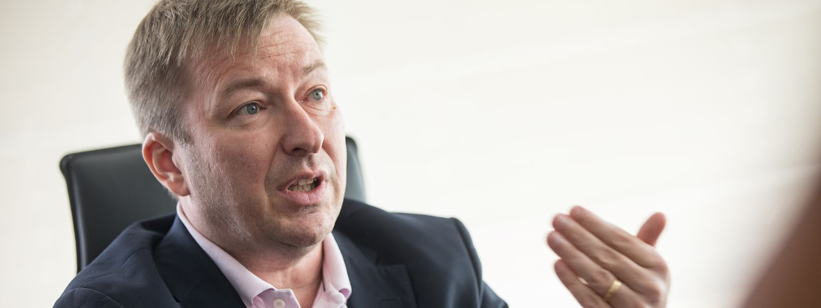 """Eine Schonfrist war ihm als Minister für den öffentlichen Dienst nicht vergönnt, die ersten sechs Monate waren """"spannend"""", sagt Hansen."""
