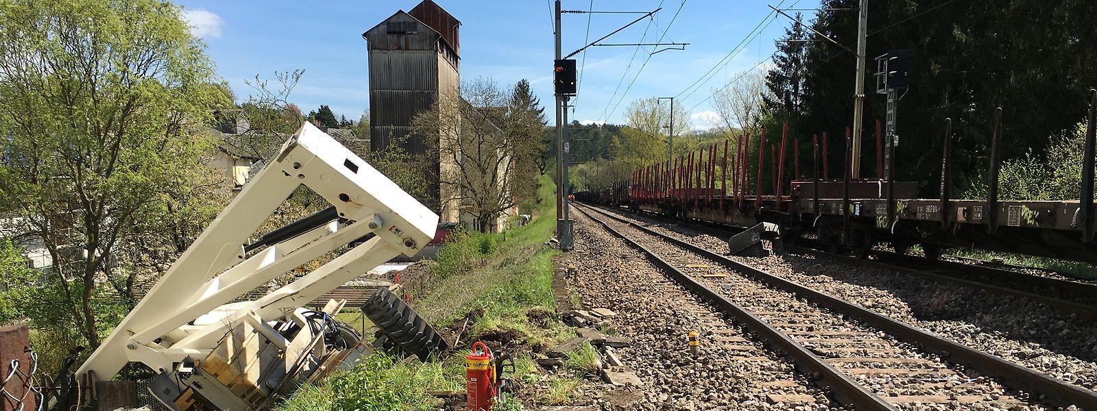 Les raisons de la présence de cet engin sur les rails demeurent floues