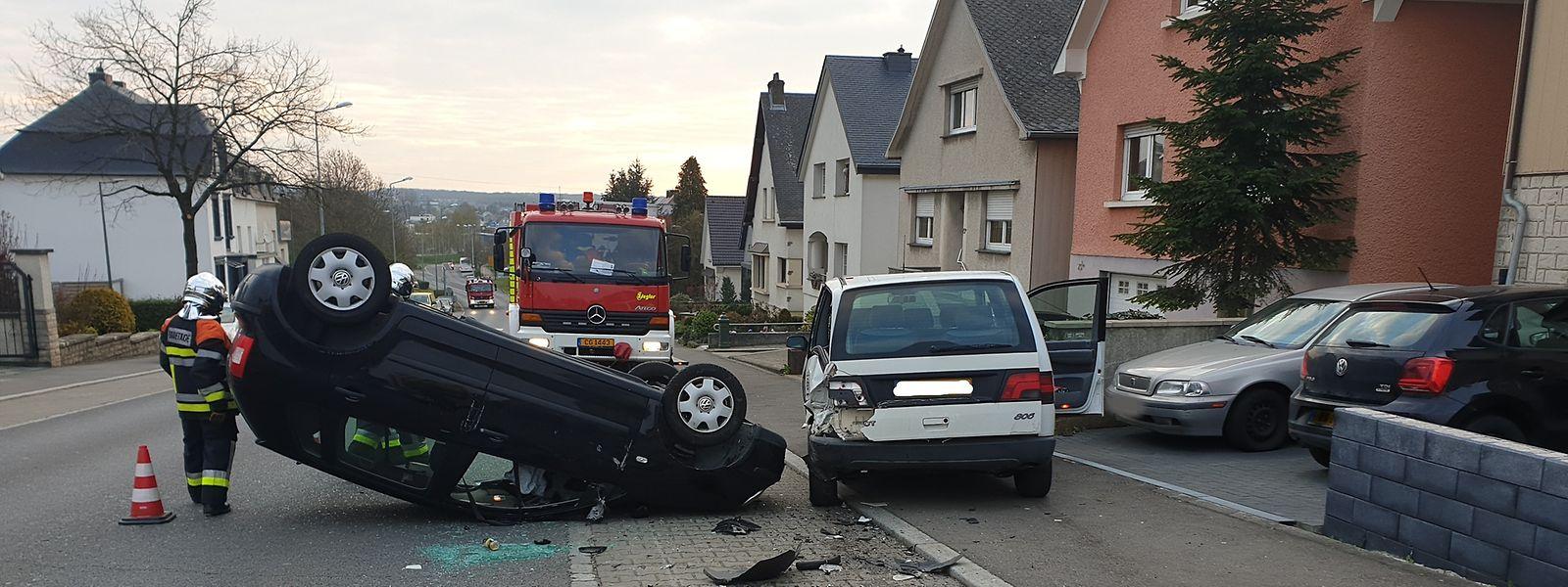 Beide Fahrzeuge wurden bei dem Aufprall erheblich beschädigt.