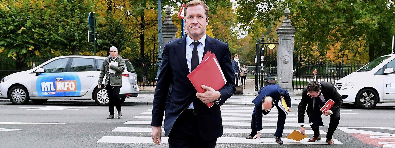 S'il veut prétendre à diriger la Belgique, le socialiste Paul Magnette doit faire le ménage derrière lui au sein du PS. Il s'y attache.