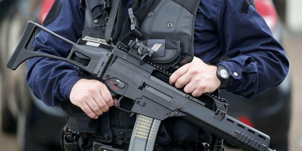 Nach der Geiselnahme bei Rouen hat die Polizei einen Mann festgenommen.