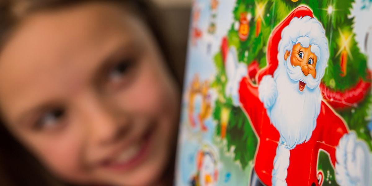 Viele Adventskalender sind heute voller Spielzeug - und schießen damit übers Ziel hinaus.