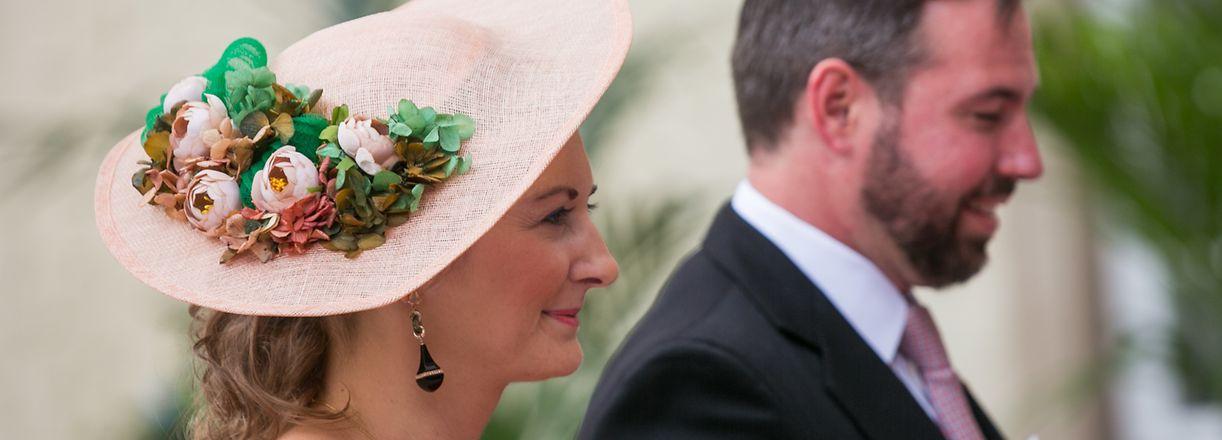 Die florale Hutkreation von Erbgroßherzogin Stéphanie weckte Sommergefühle.