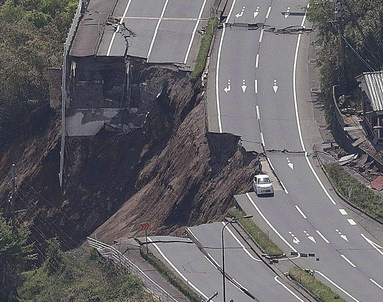 Japan wurde am Samstag von einem Erdbeben der Stärke 7,3 heimgesucht. Die Menschen übernachteten draußen oder wurden in Notunterkünften untergebracht.