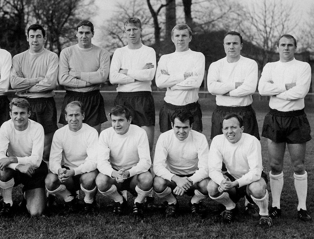 No topo à esquerda, Banks e os colegas da seleção inglesa na foto da convocatória para o Mundial de 1966, do qual a Inglaterra saiu vitoriosa.