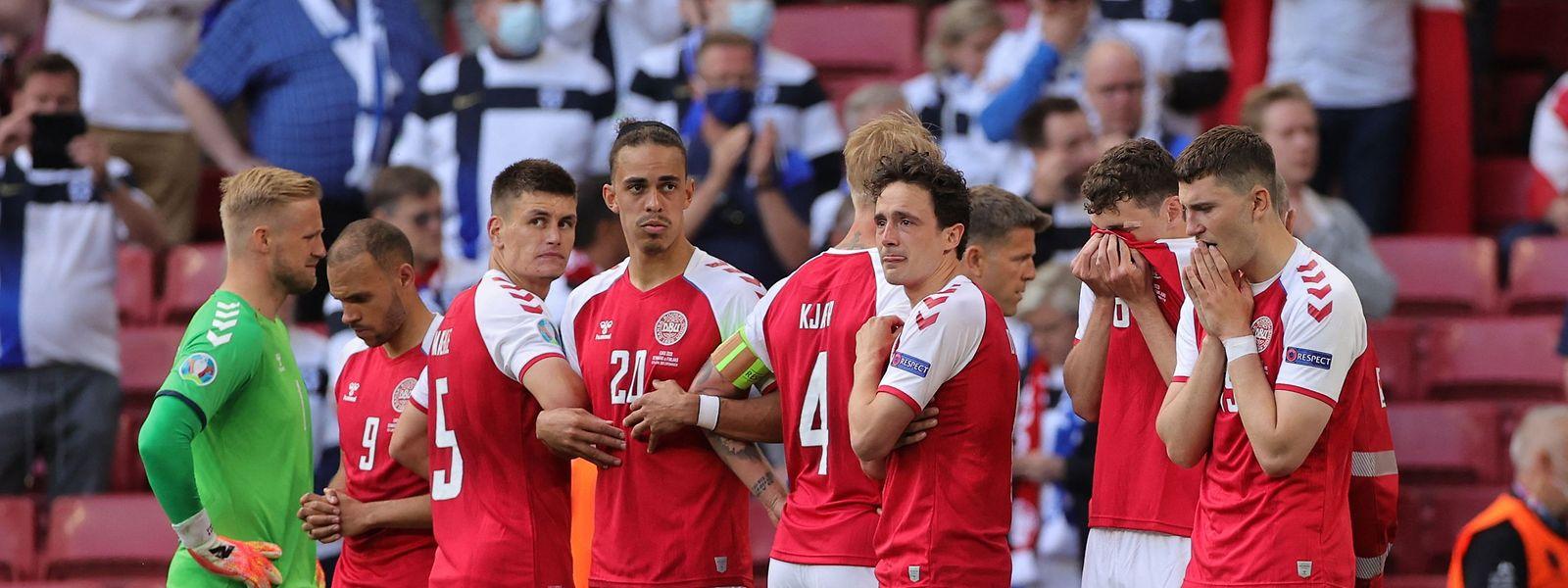 Die dänischen Spieler sind schockiert.