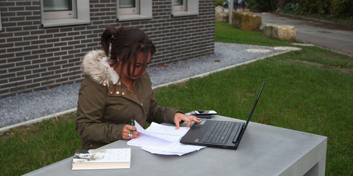 Die iraksiche Journalistin Hind Hanady im Foyer Lily Unden auf Limpertsberg.