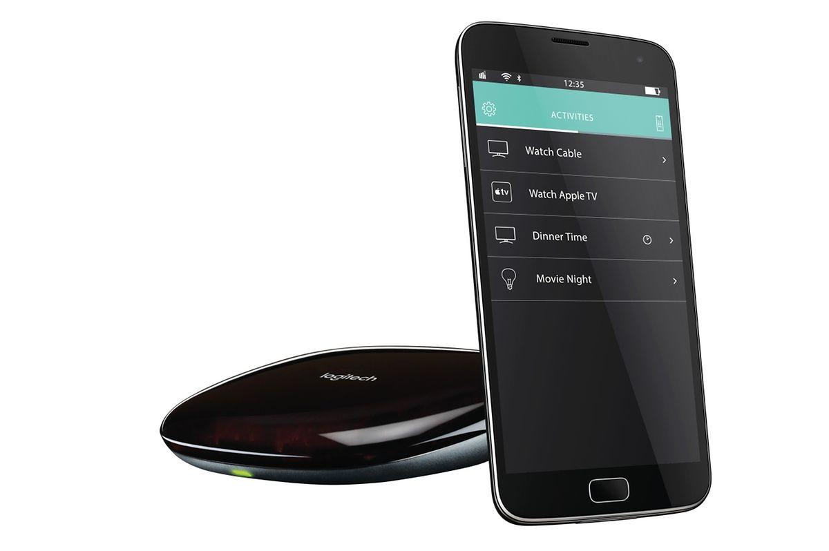 Praktisch: Die Adapterlösung Harmony Ulitmate Hub von Logitech (ab rund 70 Euro) nimmt per Infrarot und Bluetooth Kontakt zu beliebigen Geräten auf. Die Steuerung läuft per App auf dem Smartphone.