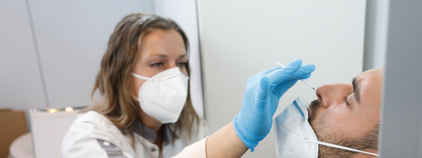 Die Tests sind zuverlässig, allerdings kann beim Abstrich zu wenig Virusmaterial auf die Teststäbchen geraten. Das Resultat sind falsch negative Ergebnisse.