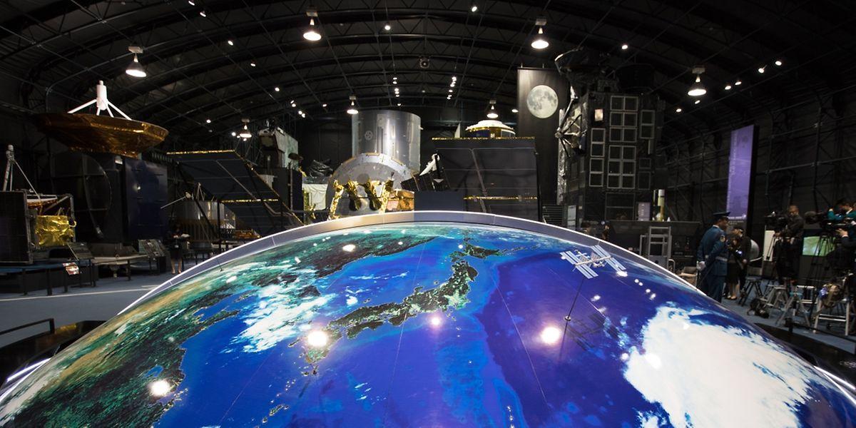 Der Besuch im Tsukuba Space Center war einer der Höhepunkt am zweiten Tag der Staatsvisite.