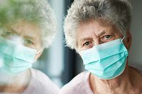 Viele Bewohner von Alten- und Pflegeeinrichtungen leiden unter der sozialen Isolierung und der Trennung von ihren Liebsten.