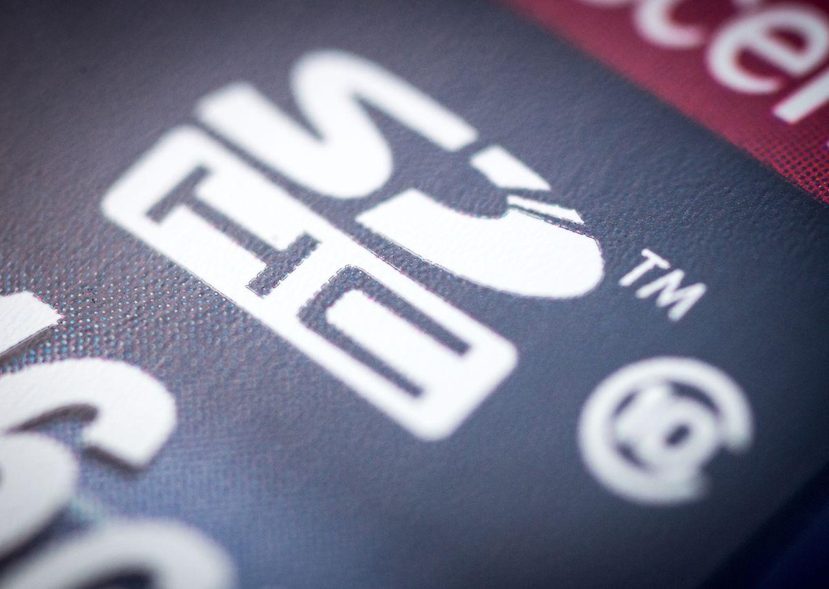 DerSchriftzug SDHC kennzeichnet Speicherkarten der zweiten Generation und garantiert eine Speichergeschwindigkeit von mindestens 10 Megabyte pro Sekunde.