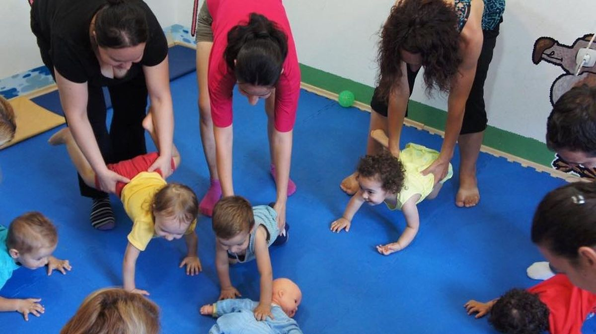 Kindyroo has sensory and motor skills classes for babies and toddlers at Cloche d'Or