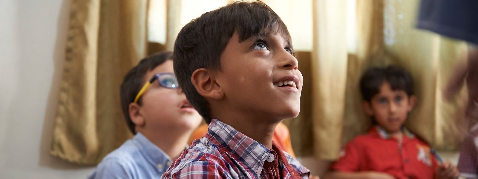 Plus de la moitié des élèves du pays ont des origines étrangères, poussant le gouvernement à diversifier ses offres pédagogiques.