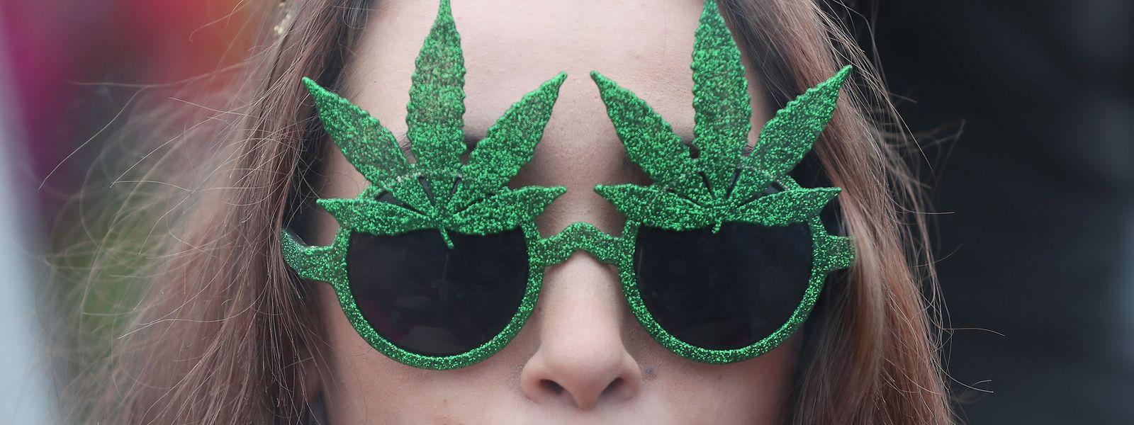 Seit Oktober 2018 sind Cannabis-Produktion und -Konsum legalisiert: Ab 18/19 darf gekifft werden.