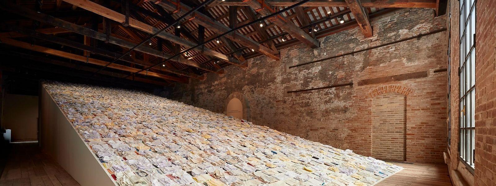 """O projeto de Godinho para a Bienal de Veneza, intitulado """"Written by Water"""" (""""Escrito pela Água"""")."""